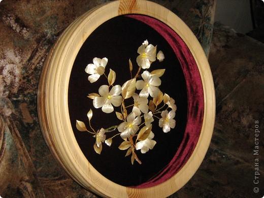 Веточка цветущей яблони выполнена в объеме. фото 2