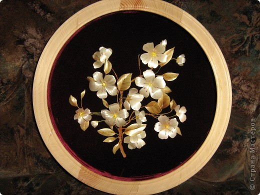 Веточка цветущей яблони выполнена в объеме. фото 1