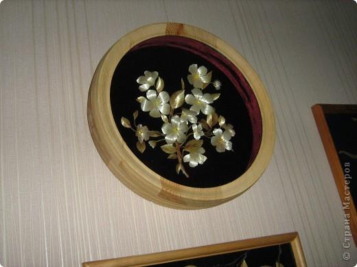 Веточка цветущей яблони выполнена в объеме. фото 3