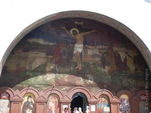 Так почалась наша прогулянка у Берестечко. На фотографії зображений міст і мур. За ним розташовані 2 церкви і музей.   фото 4