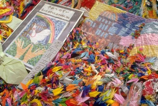На протяжении всего нескольких поколений искусство оригами стало традицией, прочно вошедшей в культурную жизнь древней Японии. В эпоху Хейя (794-1185) оригами стало существенной частью церемоний, принятых среди высшего японского общества.  фото 3