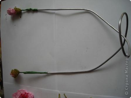 Сегодня будем делать вот такие цветы.Сразу предупреждаю,идея не моя, увидела подобное чудо на бисерном форуме радуга рукоделия.Правда там немного другие листики и вообще красотища....неописуемая.Вдохновилась там. фото 22