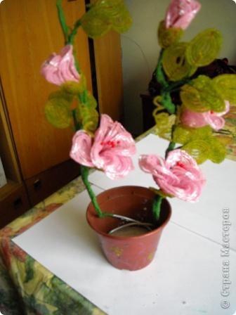 Сегодня будем делать вот такие цветы.Сразу предупреждаю,идея не моя, увидела подобное чудо на бисерном форуме радуга рукоделия.Правда там немного другие листики и вообще красотища....неописуемая.Вдохновилась там. фото 29