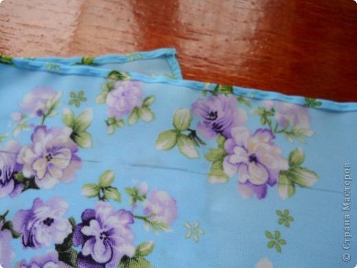 .. помните голубой топ? остался после него небольшой кусочек , вот и появилась эта милая мелочь :)  можно использовать как косметичку (весит практически ничего, легко помещается в сумочке), можно как упаковку подарка, а можно ,поменяв размеры, как сумочку невесты фото 6