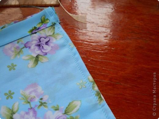 .. помните голубой топ? остался после него небольшой кусочек , вот и появилась эта милая мелочь :)  можно использовать как косметичку (весит практически ничего, легко помещается в сумочке), можно как упаковку подарка, а можно ,поменяв размеры, как сумочку невесты фото 9