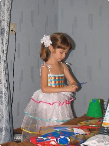 На день рождения дочери, которой исполнялось 5 лет, я захотела сшить платье! Весёлое, яркое, чтобы ей нравилось и она чувствовала себя принцессой. Просмотрев кучу сайтов, нашла фото платья, которое захотелось, но описания, как делать не было. Пришлось подключать все свои таланты и мудрить самой. Кстати, о шитье имею представление на уровне первоклашки... фото 29