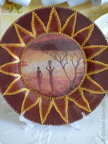 тарелка диаметр 31 см -обратный декупаж и роспись по лицевой стороне 3D контурами фото 1