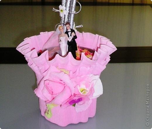 Вот еще один пример, в каком качестве можно использовать мою любимую гофрированную бумагу. Обернув  горшок, я придала вполне праздничный вид свадебному Дереву счастья.  В этом сезоне их почему-то очень многие заказывают у меня в качестве подарка на свадьбу и дни рождения.  фото 2