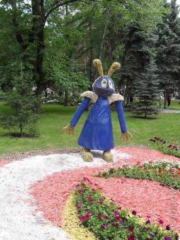 """Продолжаем экскурсию по выставочным скверам юбилейной выставки """"Флора"""" в городе Омске. фото 37"""