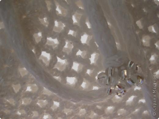 Во времена Презента №2 связалась эта сумочка, но не были заправлены хвостики и не вшита подкладка. Нитки Каскад с метанитом, хлопок (камтекс). Ручки связаны механической машинкой для шнурком. В носке немного растянулись. фото 5