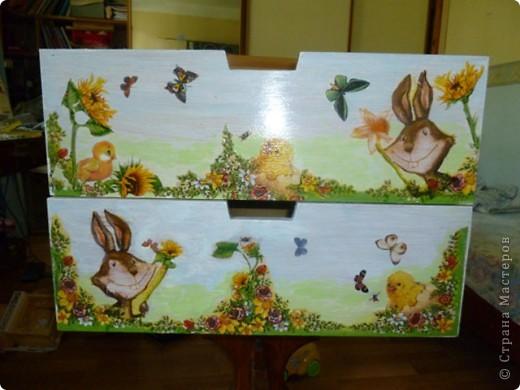 Для  мамы  маленькой дочки Таисии  -роспись  по дереву  красками FolkArt по стеклу и керамике ( рисую ими и по бумаге,стеклу  и пр.) розы  ( One Stroke-)  по ее желанию к дню рождения.Осталось еще два ящика  дорисовать-будет небо и бабочки. фото 2