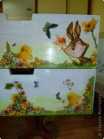 Для  мамы  маленькой дочки Таисии  -роспись  по дереву  красками FolkArt по стеклу и керамике ( рисую ими и по бумаге,стеклу  и пр.) розы  ( One Stroke-)  по ее желанию к дню рождения.Осталось еще два ящика  дорисовать-будет небо и бабочки. фото 3
