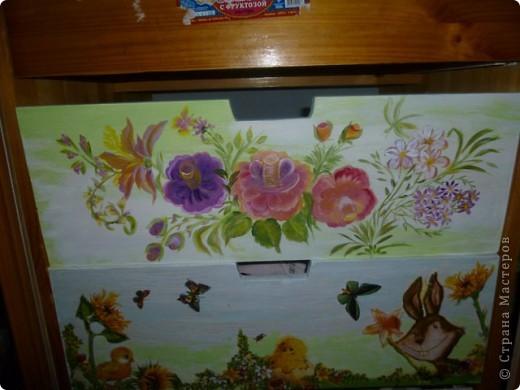 Для  мамы  маленькой дочки Таисии  -роспись  по дереву  красками FolkArt по стеклу и керамике ( рисую ими и по бумаге,стеклу  и пр.) розы  ( One Stroke-)  по ее желанию к дню рождения.Осталось еще два ящика  дорисовать-будет небо и бабочки. фото 1
