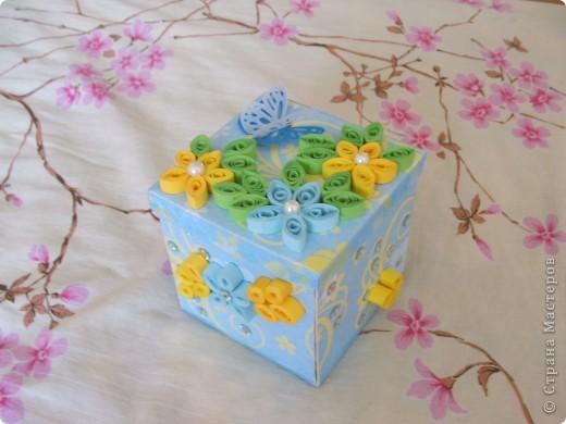 Урааааааааааааааааа!!! Моя первая коробочка готова!!!!!!!!!!!!!  Делала, делала и наконец то сделала!!! Вот она моя красавица!(ну не совсем красавица)))))) Получилось немного корявенько, но я всё равно очень рада!!!  фото 1