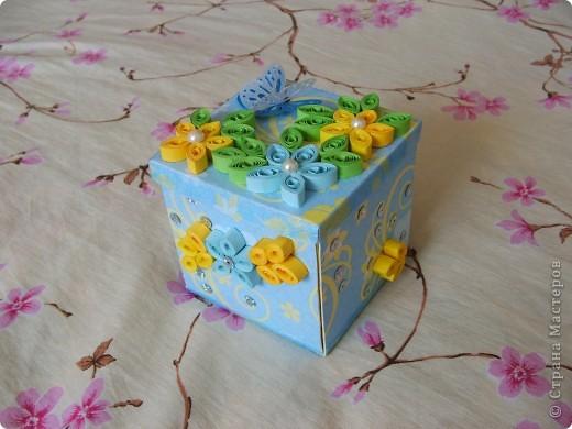 Урааааааааааааааааа!!! Моя первая коробочка готова!!!!!!!!!!!!!  Делала, делала и наконец то сделала!!! Вот она моя красавица!(ну не совсем красавица)))))) Получилось немного корявенько, но я всё равно очень рада!!!  фото 6