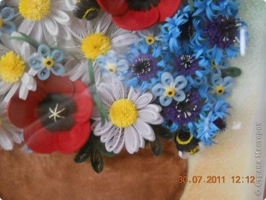 Очень долго делалась эта работа! Начала я её в апреле месяце, а закончила только в июле :( Я то начинала, то бросала, цветочки очень долго лежали в шкафу и ждали сборки. И вот наконец, я смогла :) Работа делалась в подарок маме, надеюсь она осталась довольна. Хочу сказать огромное спасибо мастерицам чьи работы вдохновили на создание этой картины. СБольшущее спасибо Наталье Ковшарь за её васильки и МК по ним http://www.liveinternet.ru/users/4018134/rubric/1981894/. Ох, и промучалась я! но надеюсь оно того стоило. Ромашки собирались на силикон, маки делала из тугих роллов, серединки по мк Инны, шмель по мк ttsa  https://stranamasterov.ru/node/71248. вобщем получилось что-то вот такое! большое и разноцветное :) фото 3