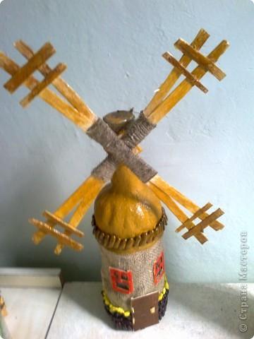 Декор бутылок: доммик - мельница из бутылки