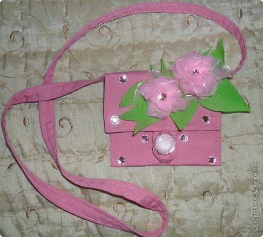 Остался небольшой кусочек ткани, решила сделать маленькую сумочку-кошелёк, пообещала в подарок...Первый раз в жизни получилось продать свои работы, все сумочки что сделала раньше у меня купили.  фото 1