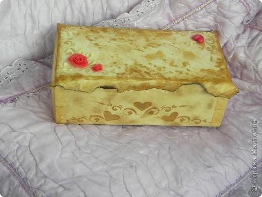 Моя первая попытка декора. Хотела украсить коробку, в которой храню краски. Если Вам не сложно, прошу оценить, указать на недочёты. фото 6