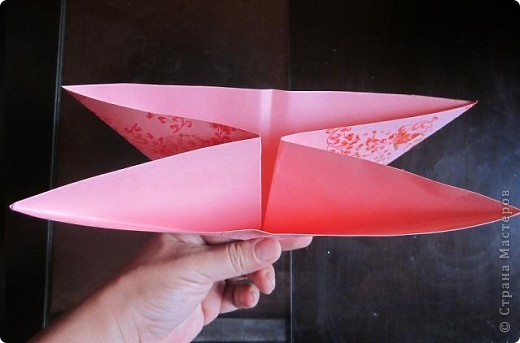 Всем доброго времени суток! Хочу поделиться с вами как сделать сувенирный пакетик в форме сердца. Думаю вашим близким будет приятно получить сувенир в такой упаковке.  фото 11