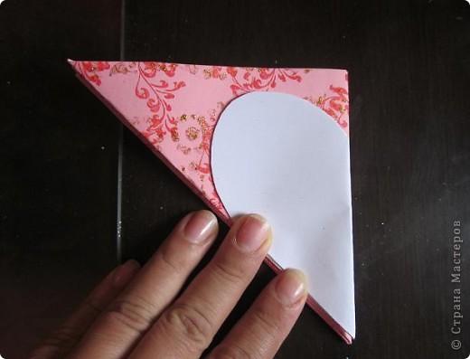 Всем доброго времени суток! Хочу поделиться с вами как сделать сувенирный пакетик в форме сердца. Думаю вашим близким будет приятно получить сувенир в такой упаковке.  фото 17