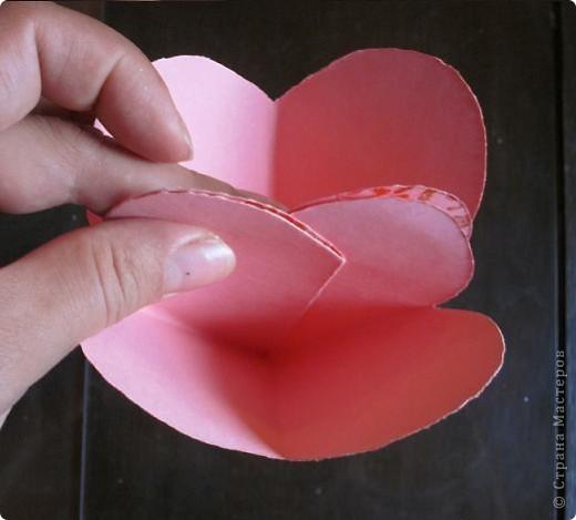 Всем доброго времени суток! Хочу поделиться с вами как сделать сувенирный пакетик в форме сердца. Думаю вашим близким будет приятно получить сувенир в такой упаковке.  фото 21