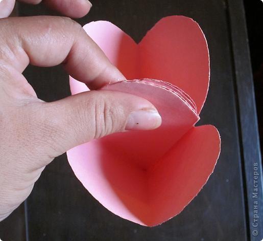 Всем доброго времени суток! Хочу поделиться с вами как сделать сувенирный пакетик в форме сердца. Думаю вашим близким будет приятно получить сувенир в такой упаковке.  фото 22