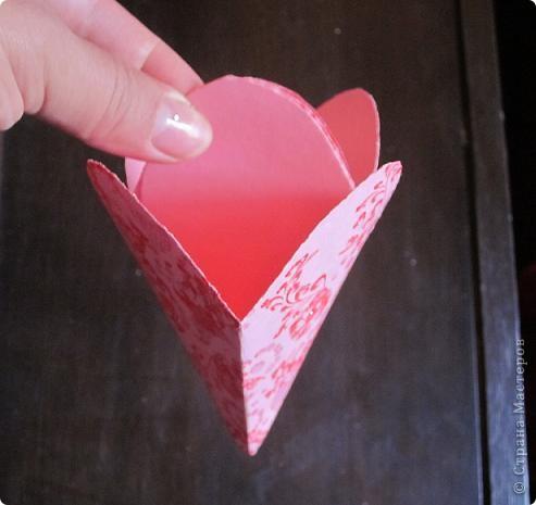 Всем доброго времени суток! Хочу поделиться с вами как сделать сувенирный пакетик в форме сердца. Думаю вашим близким будет приятно получить сувенир в такой упаковке.  фото 23