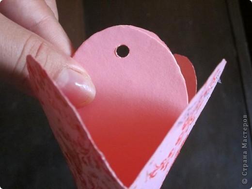 Всем доброго времени суток! Хочу поделиться с вами как сделать сувенирный пакетик в форме сердца. Думаю вашим близким будет приятно получить сувенир в такой упаковке.  фото 24