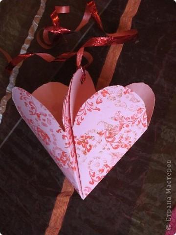 Всем доброго времени суток! Хочу поделиться с вами как сделать сувенирный пакетик в форме сердца. Думаю вашим близким будет приятно получить сувенир в такой упаковке.  фото 26