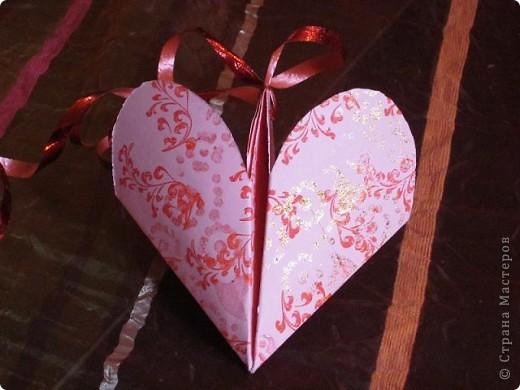 Всем доброго времени суток! Хочу поделиться с вами как сделать сувенирный пакетик в форме сердца. Думаю вашим близким будет приятно получить сувенир в такой упаковке.  фото 25