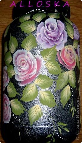 Банка из-под спортивного питания,пластиковая. Училась рисовать новые формы роз. Мне не хватило капелек росы...дорисовала))))) фото 2