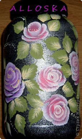 Банка из-под спортивного питания,пластиковая. Училась рисовать новые формы роз. Мне не хватило капелек росы...дорисовала))))) фото 3