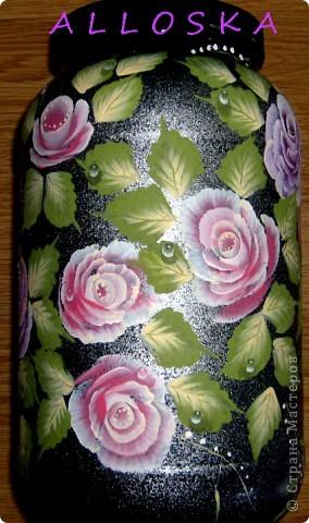 Банка из-под спортивного питания,пластиковая. Училась рисовать новые формы роз. Мне не хватило капелек росы...дорисовала))))) фото 6