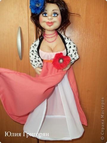 Вот такую куклу-пакетницу сшила я для своей любимой кумушки на День рождения. Большое спасибо Sofi за идею нижней юбки! фото 3