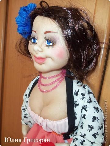 Вот такую куклу-пакетницу сшила я для своей любимой кумушки на День рождения. Большое спасибо Sofi за идею нижней юбки! фото 4