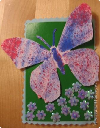 Эту серию создала доченька. Бабочки сделаны с помощью блопенов, а цветы вышиты по картону пайетками. фото 4