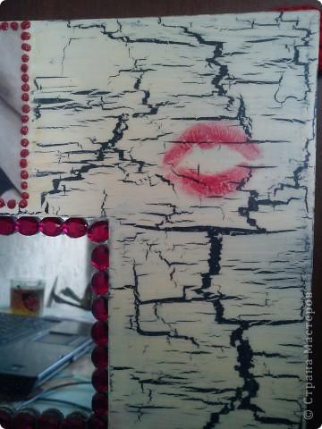 Икеевское зеркало,кракелюр на ПВА,декупажная карта,контуры с блестками.Губки (мои)помада, ну и стразы напросились для гламурности. фото 3