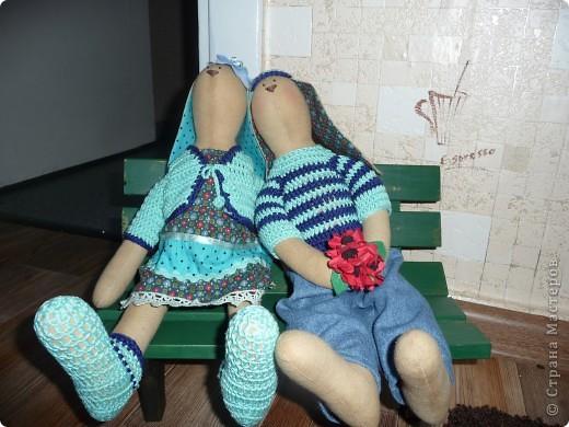 Нам на свадьбу подарили игрушки Юлии Гализдра из Омска.Лавочку делали сами.Может кому понравится идея. фото 1