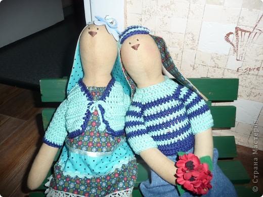 Нам на свадьбу подарили игрушки Юлии Гализдра из Омска.Лавочку делали сами.Может кому понравится идея. фото 2