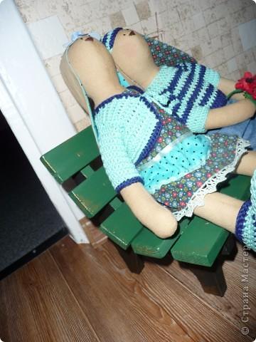 Нам на свадьбу подарили игрушки Юлии Гализдра из Омска.Лавочку делали сами.Может кому понравится идея. фото 3