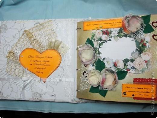 Вот, девочки, плод моих двухнедельных ночных усилий!  Рядом поставила коробку спичек для визуального определения масштабности альбомчика!)) фото 9