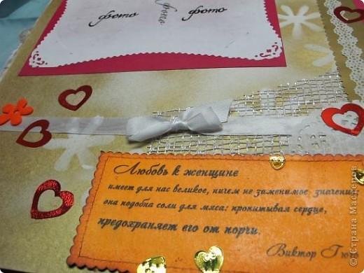 Итак, продолжаем! Начало можно посмотреть здесь: http://stranamasterov.ru/node/225421 Открываем первый разворот. Под подложкой для фото, кармашек для тэга, на котором стихи про любовь!...Ну с кого еще брать пример в любовных признаниях. как не с классиков?! фото 6