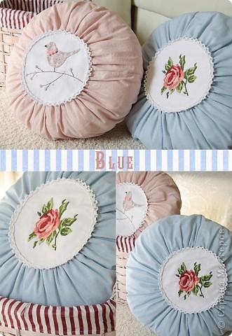 На днях сшились две круглые подушечки - голубая и розовая. Классическую, с розой, сшила в подарок, а розовую... не удержалась и сшила себе :) фото 2