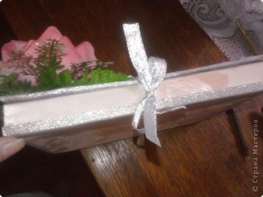 так как фотографий получилось много пришлось разделить МК. Это коробочка для альбома ,для пожеланий молодожёнам. Для её изготовления я взяла коробку от конфет, так же обклеила её шёлкографией с наружи фото 5