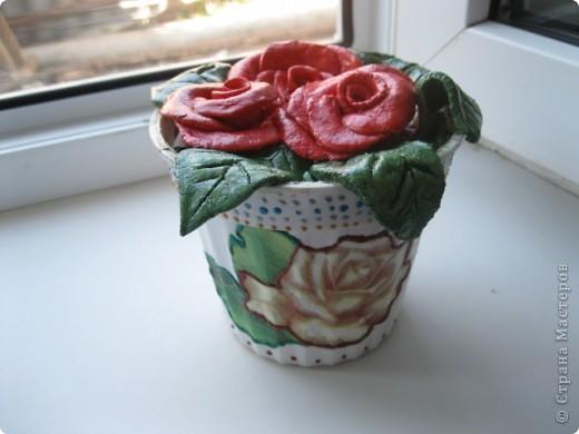 Увидела на сайте розочки из теста, что-то вроде комнатного цветка. Очень понравилось решила сделать свое!  фото 3