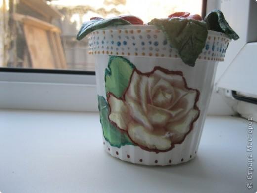 Увидела на сайте розочки из теста, что-то вроде комнатного цветка. Очень понравилось решила сделать свое!  фото 4