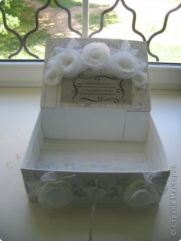 Вот такую замечательную коробочку для свадебных открыток я преподнесла молодожёнам.  фото 2