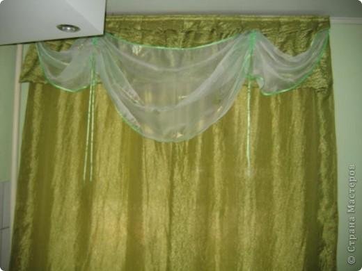 Покрасила обои на кухне, так как хотелось перемен. А потом пришлось под новые стены шить шторы. Долго рыскала по интернету в поисках идей, изучала пошив. В итоге вот что у меня получилось.  фото 3