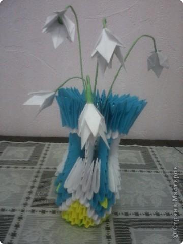 ваза с нежными подснежниками